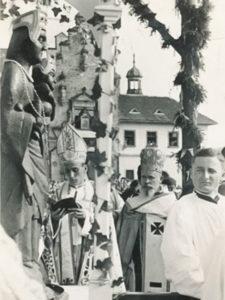 Stepinac kruni kip Majke Božje Bistričke (1)